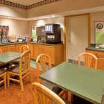 CountryInn&Suites Bloomington  BreakfastRoom
