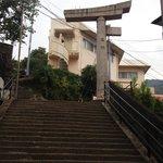 13.11.09【山王神社二の鳥居】階段下から見た鳥居②