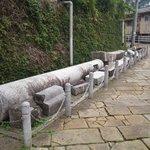 13.11.09【山王神社二の鳥居】左側の崩れた鳥居