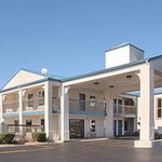 Photo of Days Inn & Suites Pine Bluff