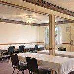 Photo of Days Inn & Suites Marshall
