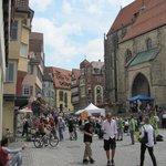 Marktplatz, rechts Stiftskirche