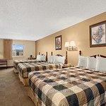 Three Queen Beds Family Suite
