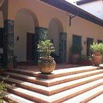 Eingangsbereich mit Mosaiksäulen