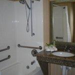 Single Bed Guest Room / handi cap bathroom