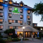 Early evening at the Holiday Inn Express Boston-Waltham
