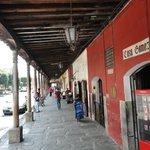 Costado de la plaza. Sector  comercial café La Condesa espectacular