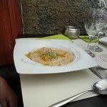 ravioli a roquefort con sugo noi, pinoli e germogli soia