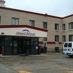 Welcome to the Howard Johnson Inn Jamaica, NY