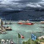 Dalle finestre: il porto