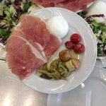 Crudo di Parma DOP bufala campana DOP e verdure salentine sott'olio