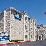 Welcome to the Days Inn and Suites Antioch