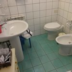 Bathroom with bidet - great for washing off those dusty tourist feet!