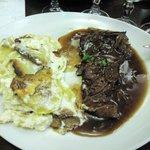 Carne con patate e cipolle