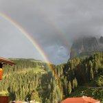 Arcobaleno davanti al Sassolungo dopo la pioggia.