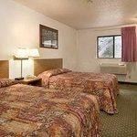 Standard 2 Queen Bed Room