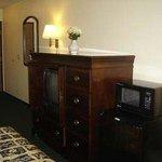 2 Queen Beds Guest Room