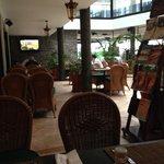 restaurant downstairs-breakfast