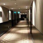 ممرات الغرف ولوحات جدارية بصور فوتغرافيه اسلامية