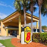 Welcome to the Super 8 by Wyndham Dania Beach/ Ft Lauderdale Airport & Cruise Port