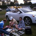 having dinner at drive -in theatre /cenando antes de la pelicula