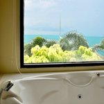 Jacuzzi in Cliff View Bathroom