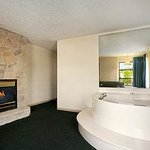 Jacuzzi Suite with Fireplace