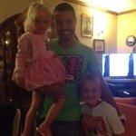 På billedet ser man Sean med mine to børn :-)