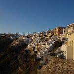 美麗的Fira日落山壁景色