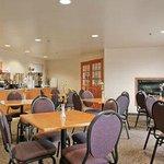 Photo of Days Inn & Suites - Thompson