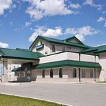 Photo de Days Inn & Suites - Winkler
