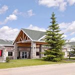 Welcome to the Ramada Stony Plain Hotel and Suites