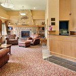 Foto de Ramada Stony Plain Hotel and Suites