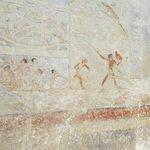 Pinturas cerca de la pirámide