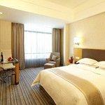 1 Queen Bed Deluxe Room