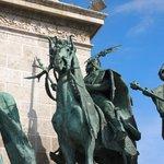 Particolare della Piazza degli Eroi
