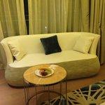 具有設計感及皮質觸感的沙發A chic and stylist couch