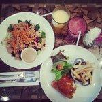 Oriental/thai salad & chicken parmigiana