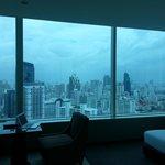落窗台玻璃 開燈後房間會被側翼房間看到