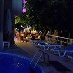 Ночью - бассейн отеля