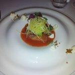 Carpaccio de Chinchard, gelée de tomate, sorbet de green zebra, mozzarella fumée et crumble basi