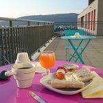 terrasse extérieure petit déjeuner