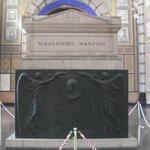 tomba del Manzoni