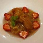 Soupe de rhubarbe, pèches plates rôties à l'Amaretto