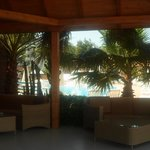 Ingresso al ristorante - vista sulle piscine (due)
