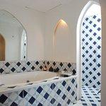 Ibn Battuta Suite - Bathroom