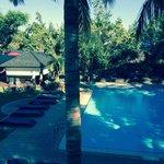 Vue sur la piscine de la terrasse
