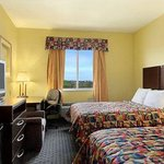 Photo of Days Inn & Suites Cleburne TX