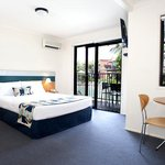 Australis Hotel Noosa Lakes Queen Bed Studio