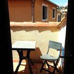 Petite terrasse avec la chambre 18